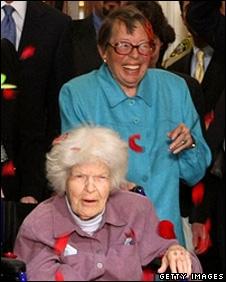 Phyllis Lyon a passé plus de cinquante ans et a épousé deux fois :