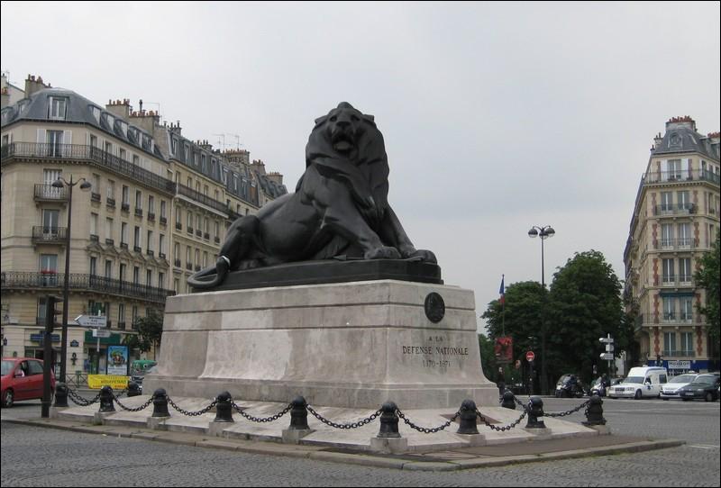 Où peut-on voir une réplique du Lion de Belfort, réalisée également par Frédéric Auguste Bartholdi ?