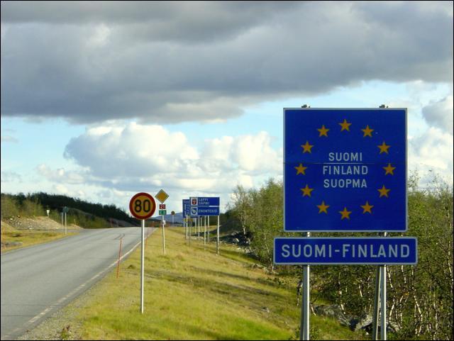 Lorsque vous venez de passer la frontière, quelle est désormais la capitale de votre nouveau pays écrit ici sur ce panneau ?