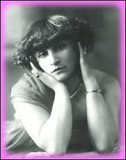 Sous quel nom , la romancière Colette publie-t-elle son livre ' Dialogues de bêtes' en 1905 ?