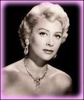 Quelle est cette actrice, qui restera longtemps associé au nom du personnage du film qui l'a rendue célèbre ' Caroline chérie ' ?