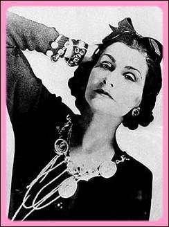 Comment la célèbre styliste et modiste Coco Chanel était-elle surnommée de ses intimes ?