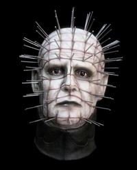 Ce sinistre épinglé peut se faire passer pour un individu humain en l'écorchant puis « empruntant » sa peau.