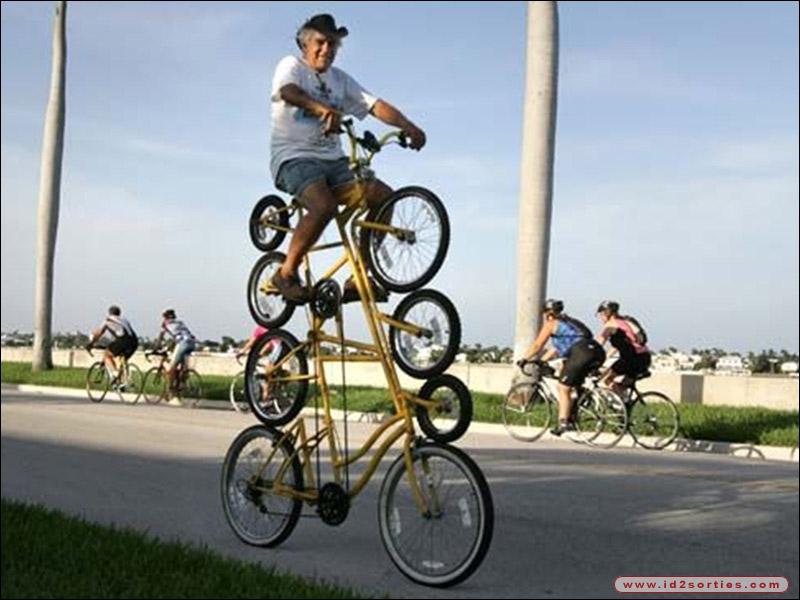 Combien y a-t-il de roues de vélos en TOUT sur cette image ? (Cliquez dessus)