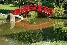 ''Faire un pont Pour de bon Lui donner ton prénom Le traverser Pour t'embrasser Faire un pont Pour de bon''