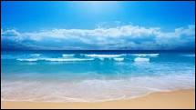 ''La mer Les a bercés Le long des golfes clairs Et d'une chanson d'amour La mer A bercé mon coeur pour la vie''