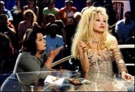 Nathalie Baye en bimbo blonde avinée, pour un seul rôle, hélas dans un mauvais film, dont le titre est ?