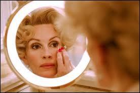 Julia Roberts en blonde ultra-sophistiquée et milliardaire, dans le film ?