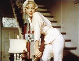 Il s'agit bien sûr de Marilyn Monroe, mais dans quel film est-elle ainsi dans l'escalier ?