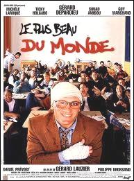 Il campe un professeur d'histoire dans un lycée sensible dans le film : Le plus beau ... ... du monde