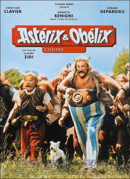 Il est l'imposant Obélix dans : Astérix et Obélix contre ... . .