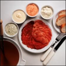 Chaudron de cidre, échalotes, herbes mélangées, morceaux de boeuf tendre, servir avec pommes fruits revenues au beurre, et pommes au four à la crème...