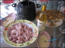 Petit chaudron de vin blanc, à parfumer de laurier ou de sauge, délicats morceaux de veau, sauces légères... .