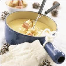 Chaudron de fromages, à parfumer de vin blanc ou d'alcool blanc, petits cubes de pain...