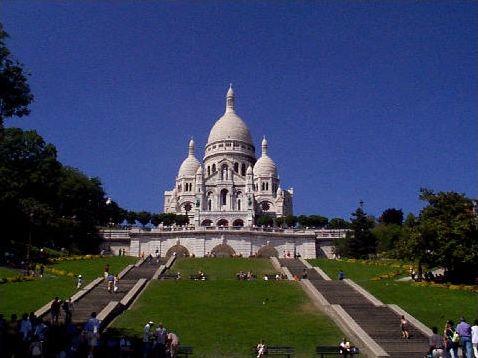 Dans quelle ville se trouve chaque monument ?