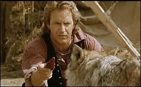 Dans le film 'danse avec les loups', quel est le nom du jeune loup solitaire ?