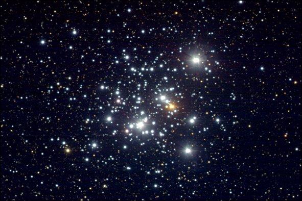 ''Celui-là passe toute la nuit à regarder les étoiles En pensant qu'au bout du monde Y'a quelqu'un qui pense à lui Où qu'ils aillent ils sont tristes à la fête''