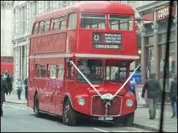 Comment s'appellent ces fameux bus rouges anglais ?