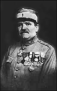 Quel officier commandait le fort de Vaux lors de la bataille de Verdun ?