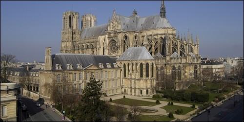 Dans quelle cathédrale les rois de France étaient-ils sacrés ?