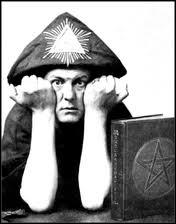 Aleister Crowley était un personnage étrange fasciné par la magie. Il eut une vie tumultueuse et dirigea plusieurs sociétés secrètes. Comment se faisait-il appeler ?
