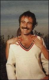 A cette époque il était 'Chasseur' chez 'Laurette' ... avec moustaches et cheveux