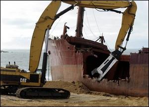 La 'déconstruction' de ce cargo qui s'était échoué en Bretagne en décembre 2011 est enfin terminée. Quel était son nom ?
