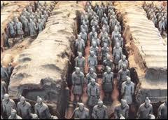 23 janvier 1556 : la province de Shaanxi, au centre de la Chine, est secouée par un terrible tremblement de terre, considéré comme le plus meurtrier de l'histoire. Combien a-t-il fait de victimes ?