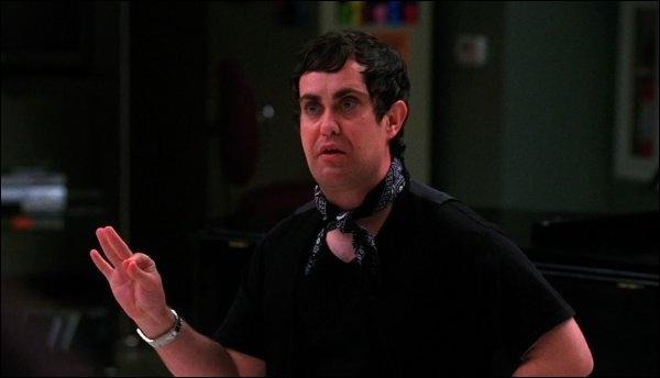Quels membres du Glee Club vont insister auprès de Rachel pour que ce personnage vienne leur faire une chorégraphie ?