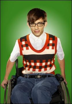 A quel âge ce personnage est-il devenu handicapé ?