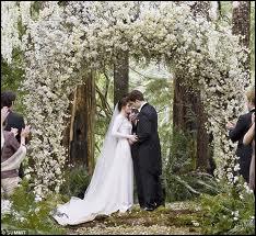 Quels sont les voeux prononcés par Bella au mariage ?
