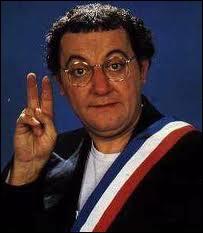 Comment Coluche annonce-t-il sa candidature à l'élection présidentielle en 1981 ?
