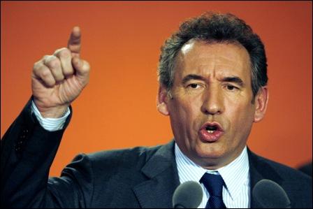 Comment François Bayrou annonce-t-il sa candidature à l'élection présidentielle de 2012 ?