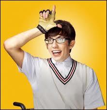 Qui joue le rôle de Artie Abrams ?
