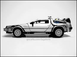 Quelle voiture a été modifiée par Doc (Emmett Brown) pour retourner dans le futur ?