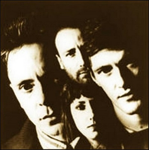 Composé au départ par les membres restant du groupe Joy Division dont le chanteur Ian Curtis s'est suicidé...