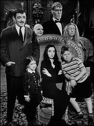 Dans 'La famille Addams', comment s'appelle la mère au teint pâle ? (1964)