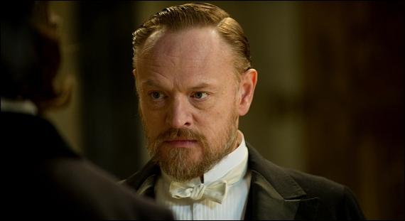 Dans Sherlock Holmes 2 ; pourquoi Moriarty veut- il tuer un représentant d'un autre pays :