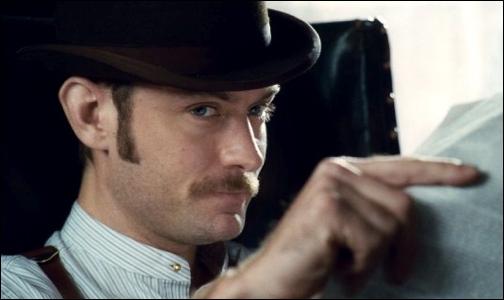 Comment Watson sauve- t-il Sherlock lorsque celui-ci est proche de la mort :