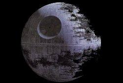 Comment se nomme la célèbre station spatiale de l'empire galactique ?