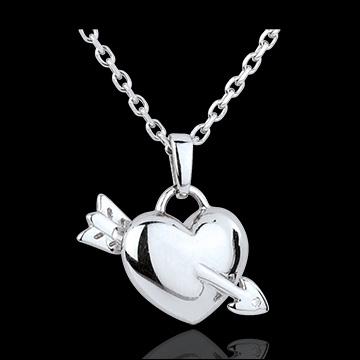 Ce collier en forme de coeur est de couleur...