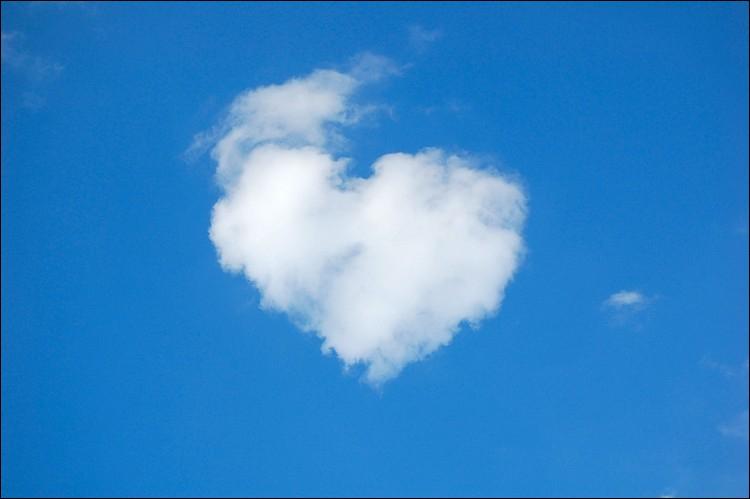Ce coeur est de couleur... sur fond...