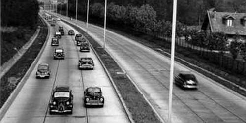 Où la première autoroute au monde a-t-elle été construite en 1924 ?