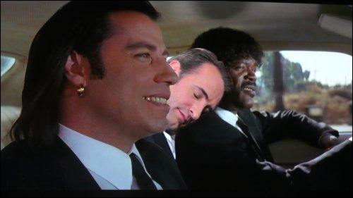 Jean n'a pas hésité tellement fatigué, il a trouvé le moyen de se reposer en pleine action dans le film...
