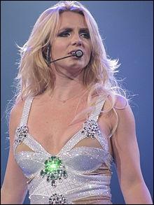 En quelle année, Britney Spears a-t-elle sorti son premier album ?