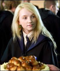 Où rencontre-t-elle pour la 1ère fois Harry, Ron et Hermione ( livre ) ?