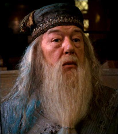 Qui joue Albus Dumbledore à partir du troisième tome ?