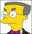 Comment Smithers surnomme-t-il péjorativement Homer Simpson à la centrale nucléaire ?