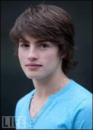 Qui joue le rôle de Mason Greyback ?