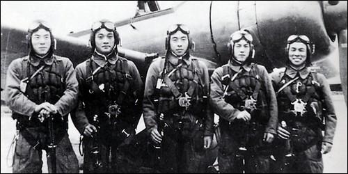 Comment appelait-on les pilotes-suicides japonais ?
